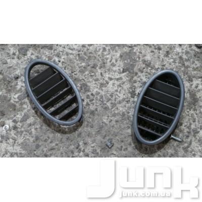 Дефлектор обдува стекла посередине слева для Mercedes W168 oe A1688310160 разборка бу